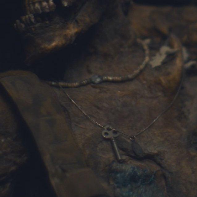 Зомби-роботы, инопланетяне и временная петля — а вы заметили это в «Армии Мертвецов»?
